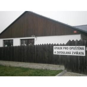 Výzdoba útulku pro opuštěná zvířata v Rudolicích.